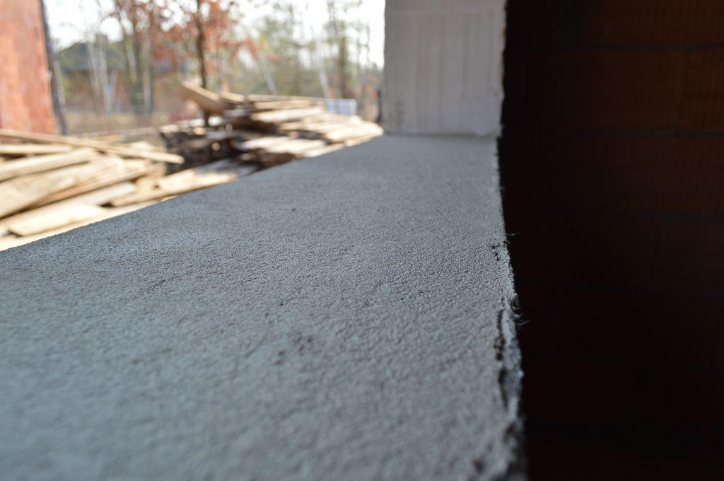 Próg ościeża w ścianie konstrukcyjnej z pustaka ceramicznego przygotowany do montażu okien bez podmurowania