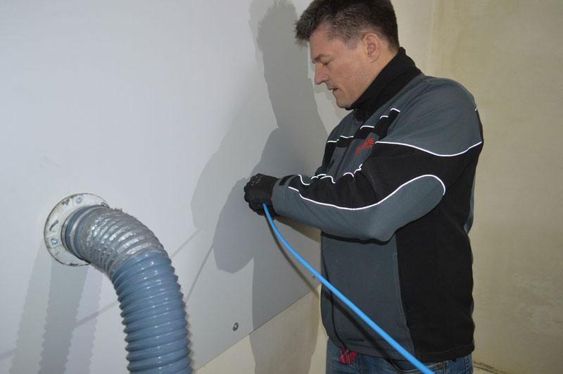 Przygotowanie urządzeń do badania szczelności powietrznej połączeń okna z ościeżem