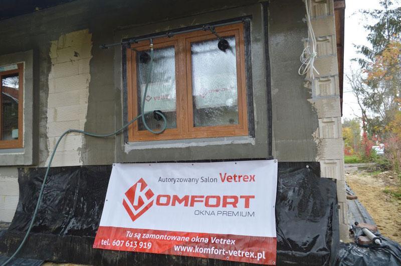 Badanie wodoszczelności połączenia okna Vetrex V82 ProSafe z ościeżem