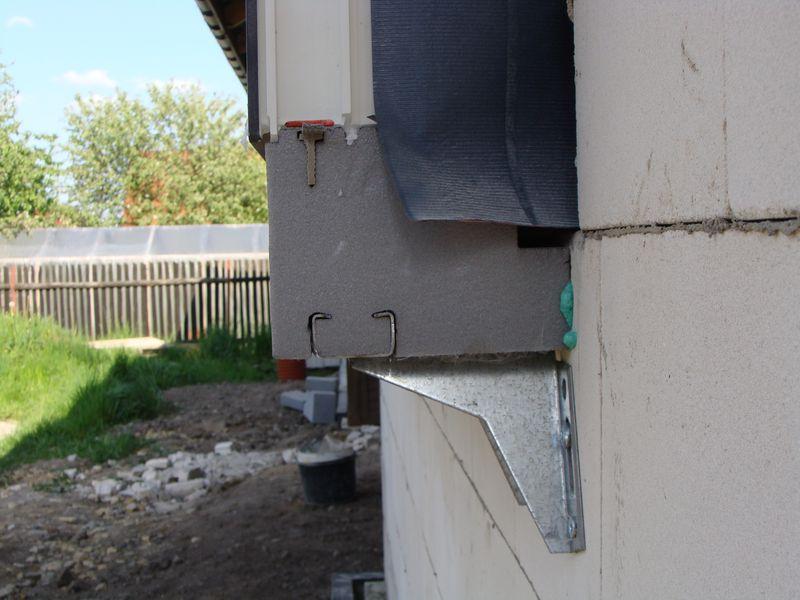 Uszczelnienie połączenia progu ościeżnicy okna osadzonego na kształtce ze styropianu XPS