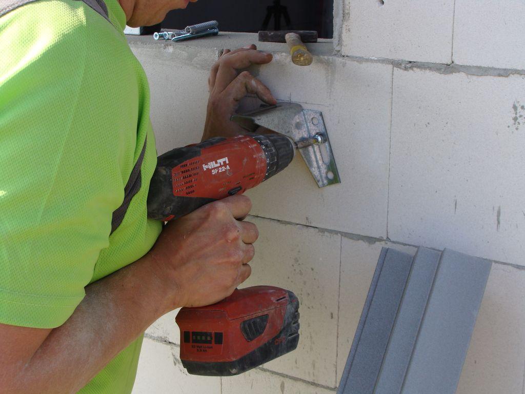 Mocowanie konsoli dolnych Knelsen do muru konstrukcyjnego