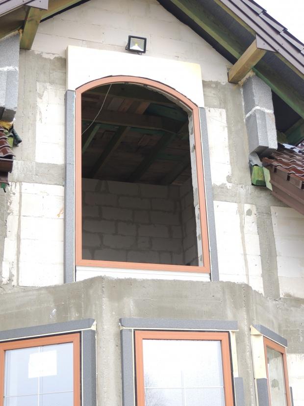 Montaż okna łukowego w systemie illbruck MOWO - firma JAR-EKO