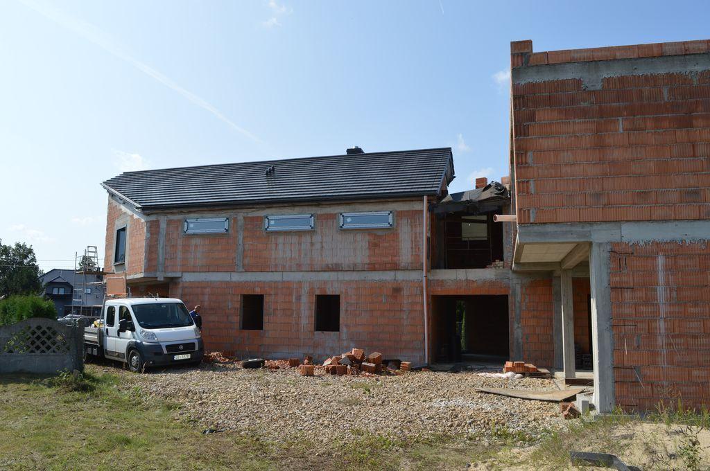 Budynek mieszkalno-biurowy w Tychach. Ściany konstrukcyjne z pustaków ceramicznych.