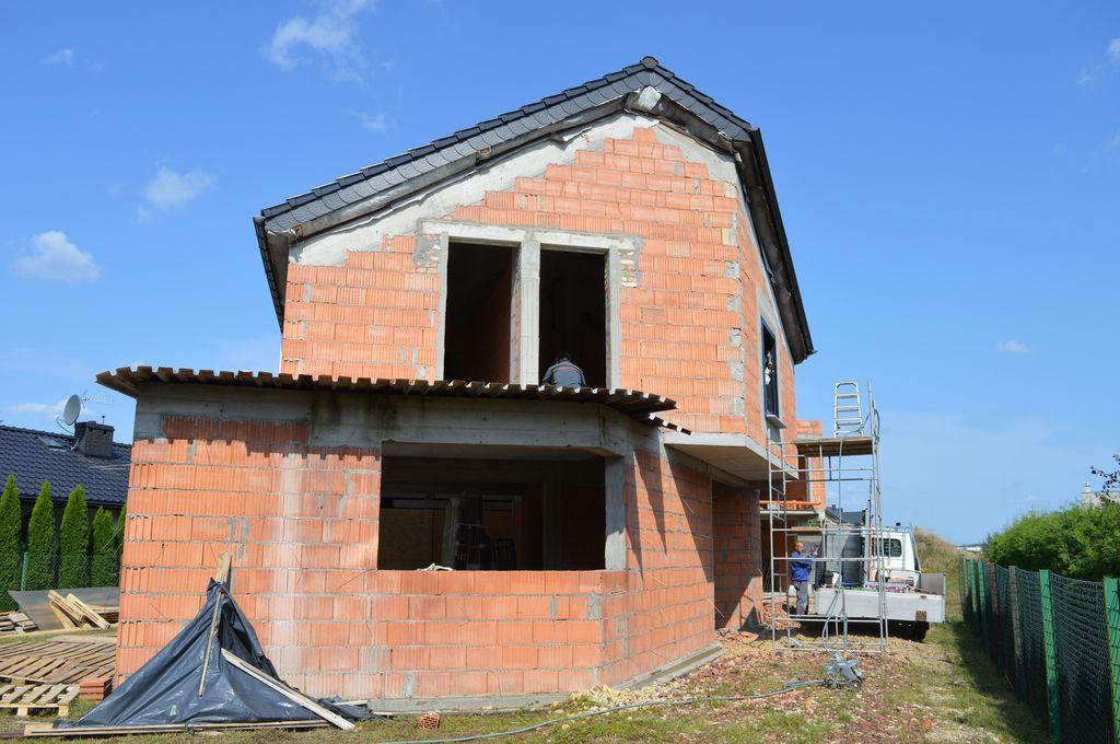 Budynek mieszkalno-biurowy – ściany konstrukcyjne z pustaka ceramicznego, okna Aluprof MB 86