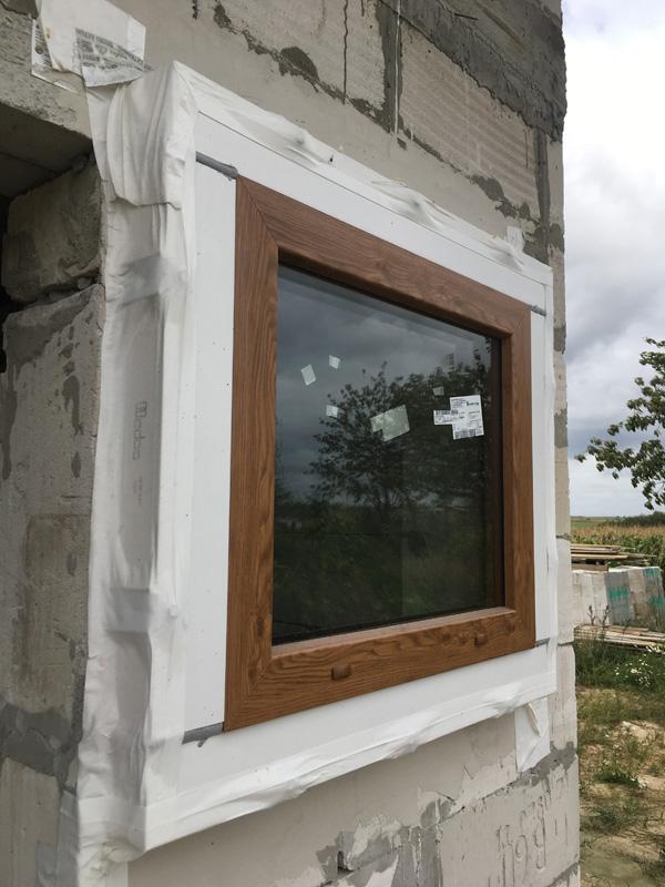 Okno zamontowane z wykorzystaniem profilu montażowego ECO-TERM