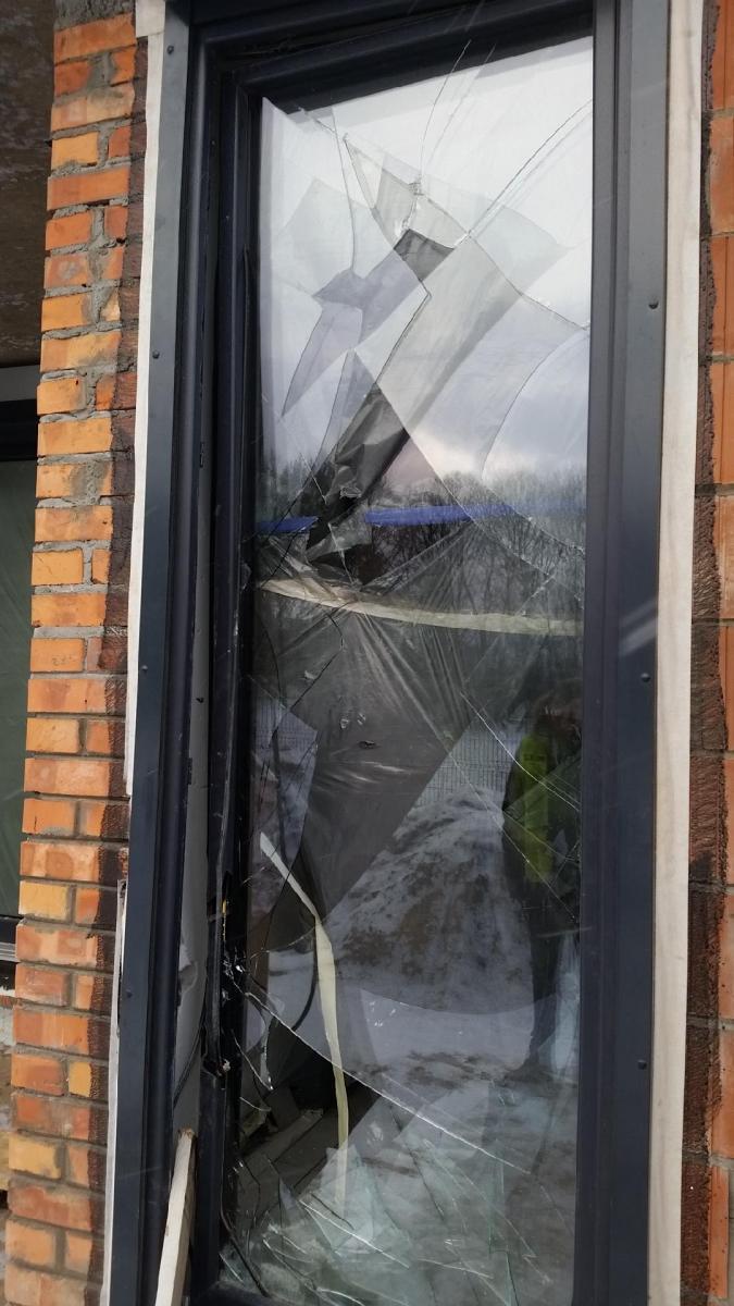Okno Vetrex V90+ które zatrzymało włamywaczy