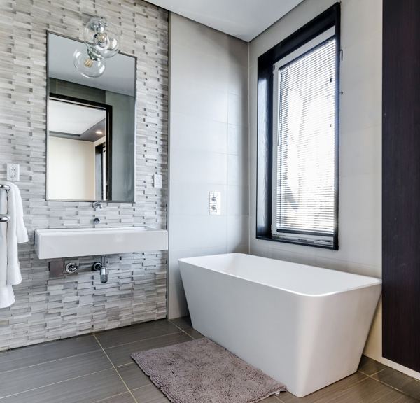 Łazienka z oknem - wada czy zaleta?