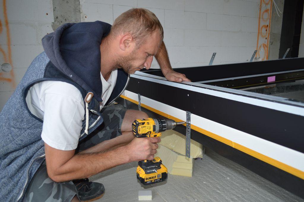 Mocowanie kotew stalowych do ramy ościeżnicy drzwi balkonowych HST