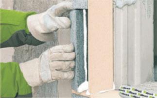 Klejenie klina izolacyjnego PR008. Montaż okien w ociepleniu illbruck MOWO.