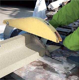 Docinanie kątownika instalacyjnego PR010. Montaż okien w ociepleniu illbruck MOWO.