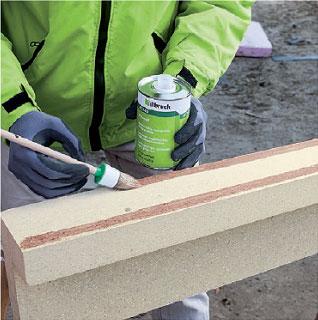 Gruntowanie kątownika instalacyjnego PR010 środkiem gruntującym AT140. Montaż okien w ociepleniu illbruck MOWO.
