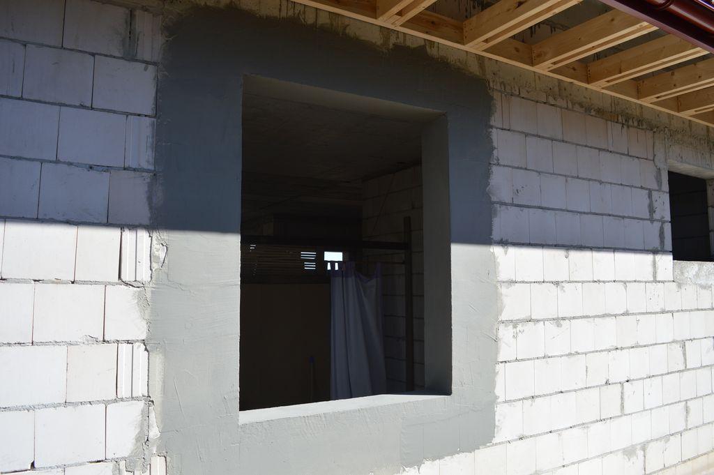 Otwór w ścianie konstrukcyjnej z batonu komórkowego przygotowany do montażu okien