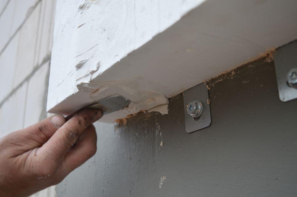 Uszczelnianie połączeń konstrukcyjnych ciepłej belki montażowej przy użyciu powłok akrylowych