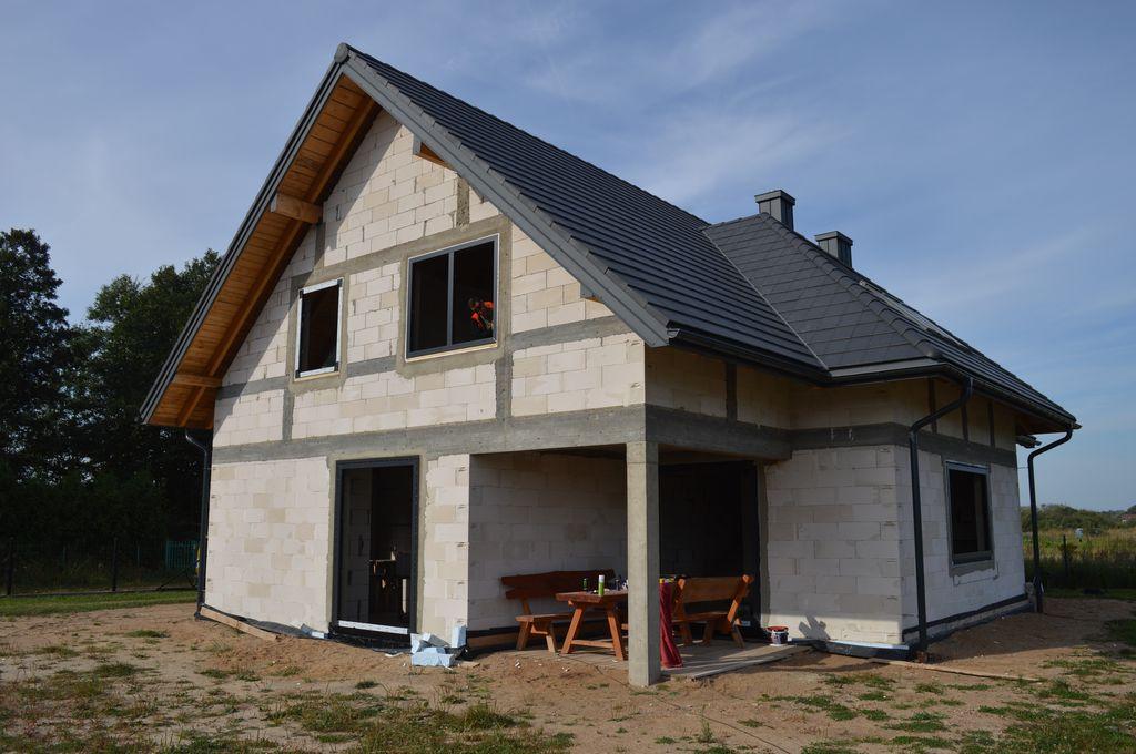 Jednorodzinny budynek mieszkalny. Ściany konstrukcyjne z betonu komórkowego