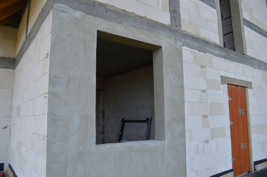 Ościeże ściany konstrukcyjnej z betonu komórkowego przygotowane do montażu okna