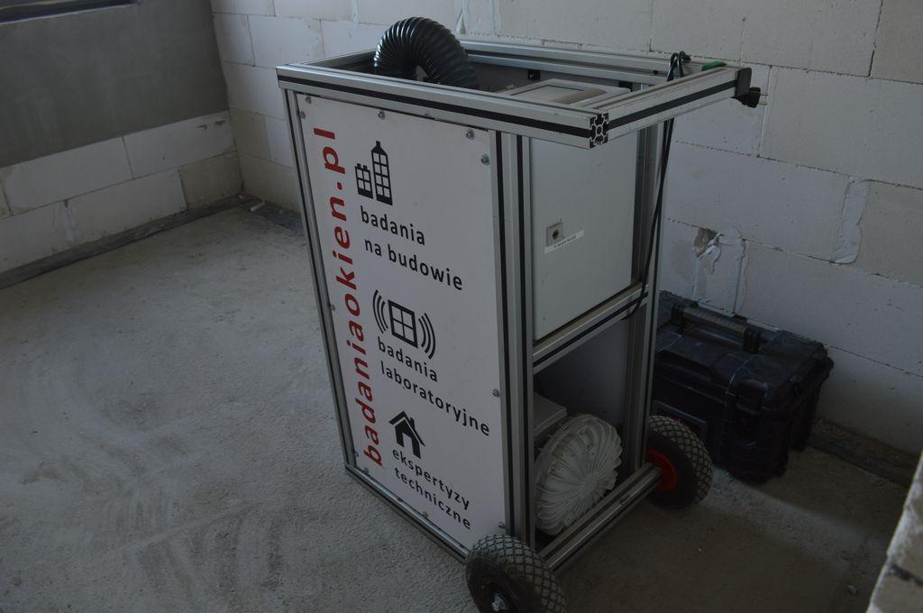 Windoortester urządzenie do badania szczelności połączeń okien z ościeżami