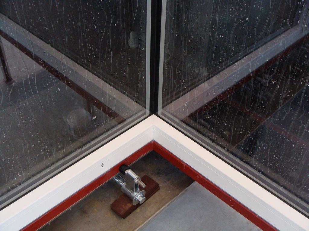 Glasscorner, bezpośrednie, prostopadłe połączenie narożne szyb zespolonych