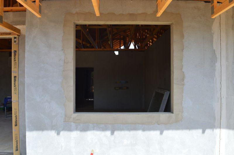 Przygotowany do montażu okna otwór okienny
