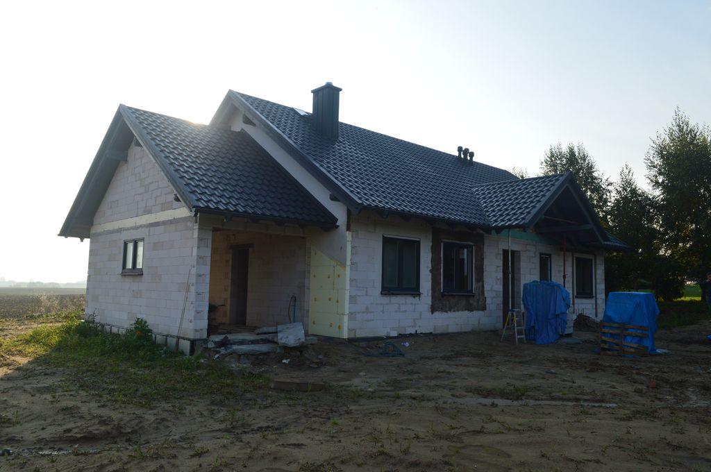 Dom jednorodzinny ze ścianami konstrukcyjnymi wykonanymi z bloczków betonu komórkowego