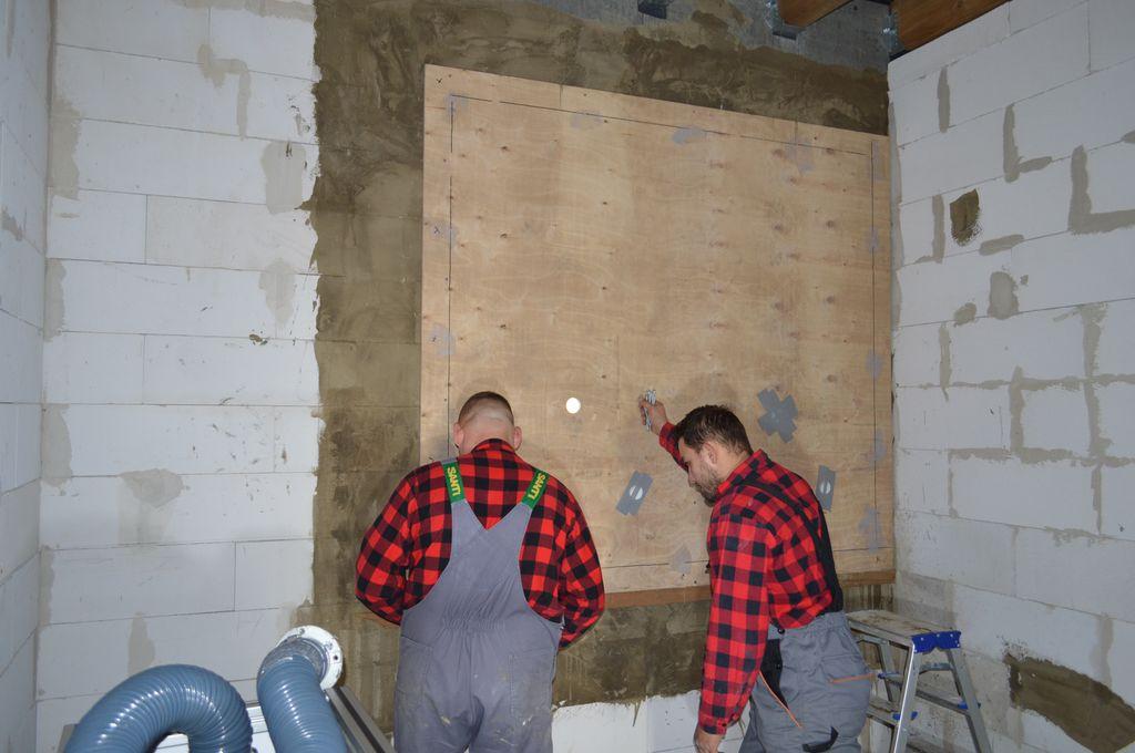Badania szczelności montażu okien. Przygotowanie improwizowanej komory ciśnieniowej.