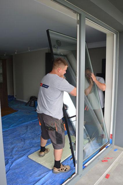 Demontaż oszklenia stałego drzwi balkonowych uchylno-przesuwnych (HKS)