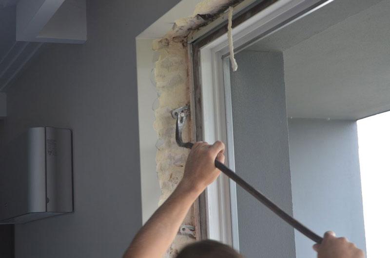 Usuwanie połączeń mechanicznych drzwi balkonowych uchylno-przesuwnych (HKS) z ościeżem