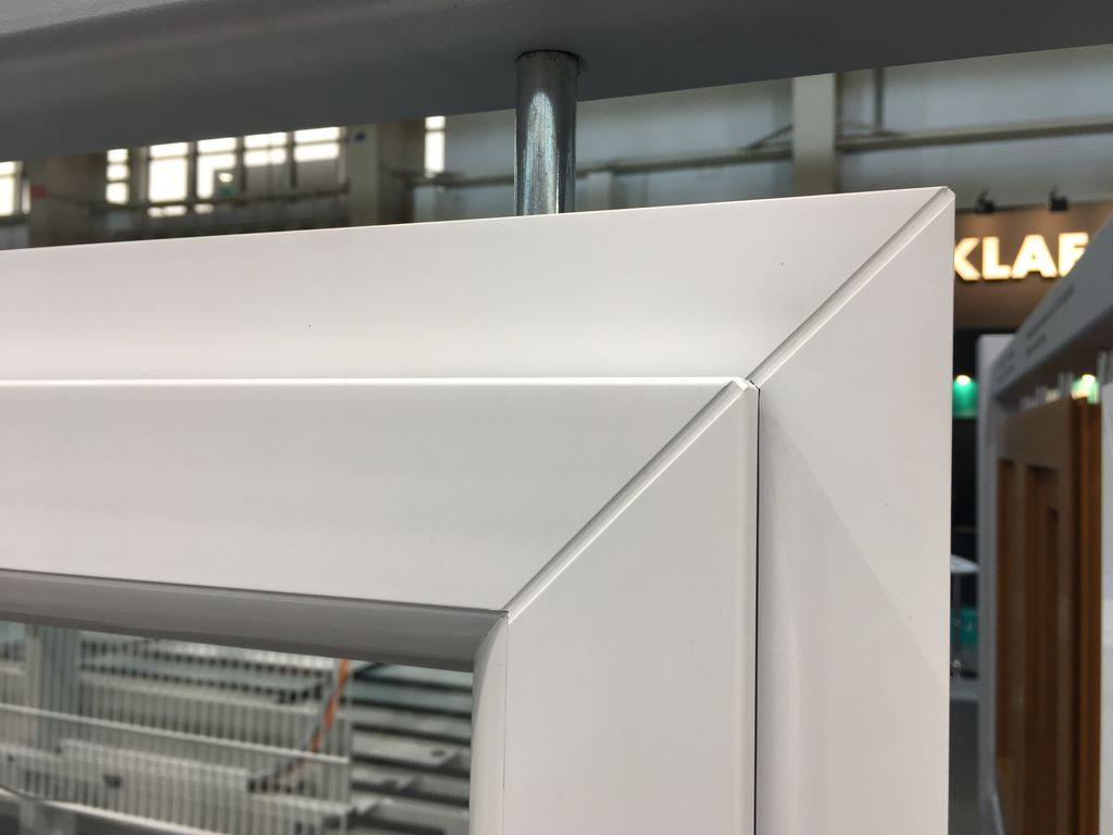 Zgrzew standardowy, szeroki w oknie PVC