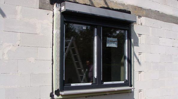 AMAR - montaż okna z roletą zewnętrzną w warstwie ocieplenia