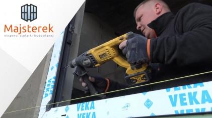 MAJSTEREK - prawidłowy montaż okien w licu muru konstrukcyjnego przy użyciu podwalin NYXON