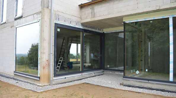 MULTIKO - montaż glass cornera w ościeżnicach z PVC-U