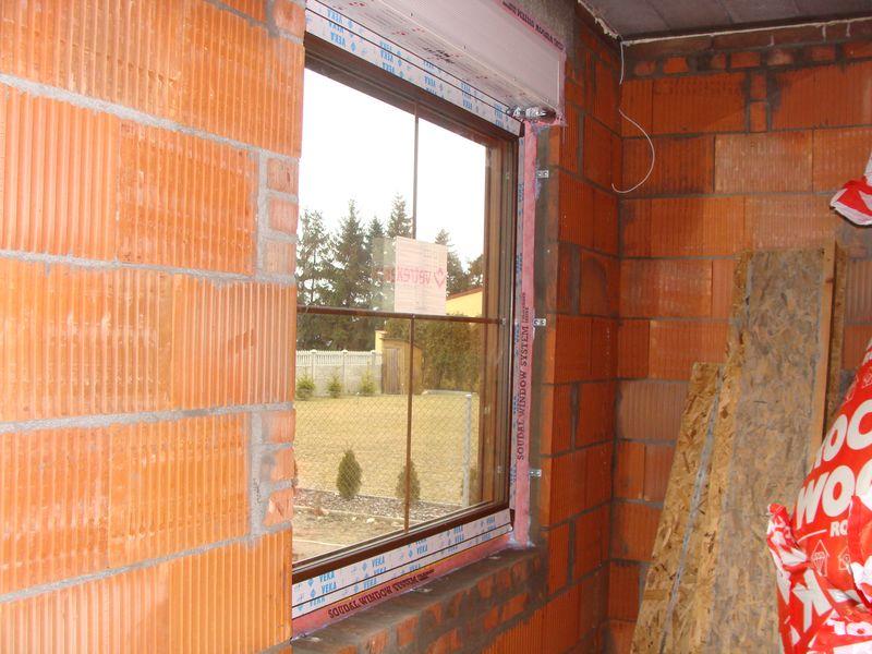 Oścież okienna przygotowana do zastosowaniem wewnętrznych folii paroizolacyjnych