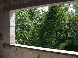 Montaż warstwowy. Tremco illbruck i3. Ściany ościeży wyrównane zaprawą. Otwór okienny gotowy do montażu ciepłego parapetu.