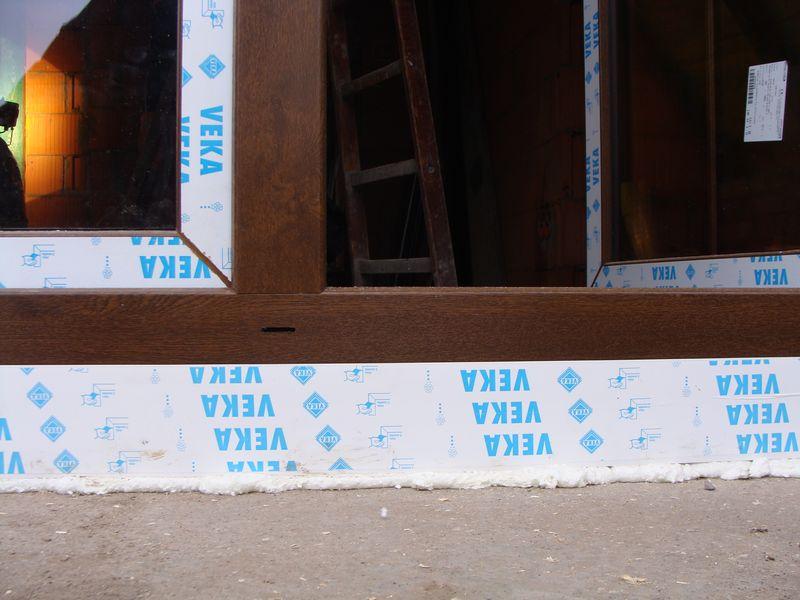 Poszerzenie systemowe pod progową częścią ościeżnicy drzwi balkonowych strona zewnętrzna