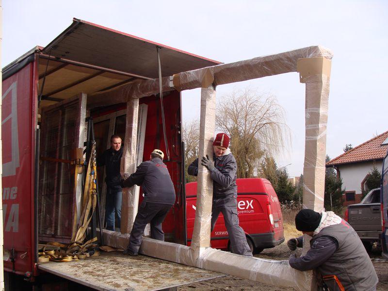 Rozładunek ramy ościeżnicy drzwi balkonowych HST