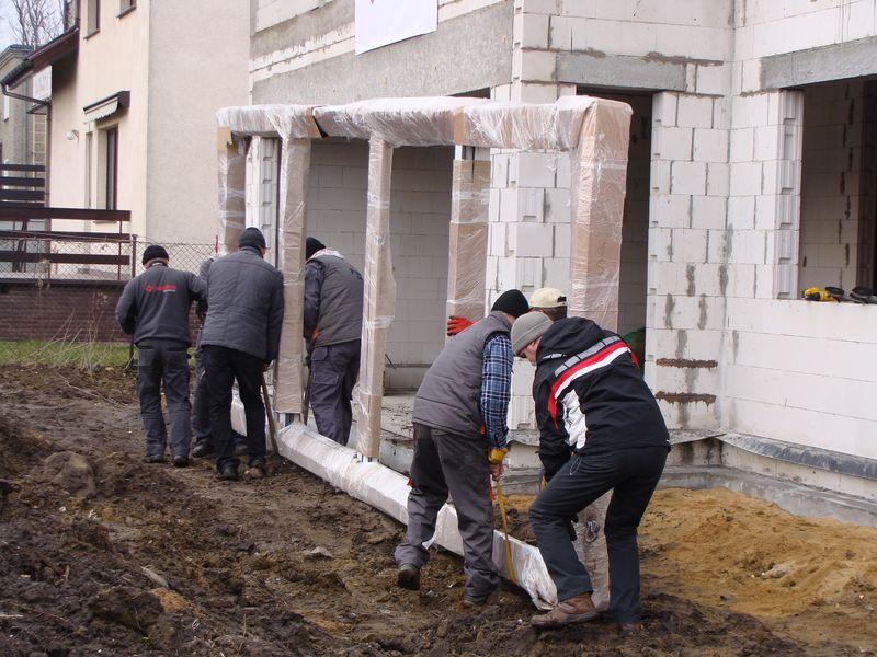 Drzwi balkonowe HST - transport na budowie
