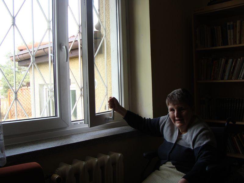 Pani Hania demonstruje funkcje okna Sożal