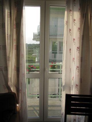 skrzywione słupki w drzwiach balkonowych z ruchomym słupkiem