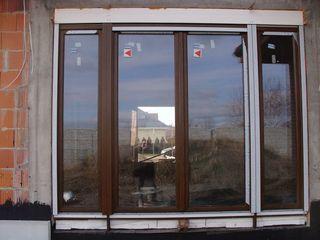 Drzwi balkonowe jednorzędowe czterodzielne z roletą nadstawną