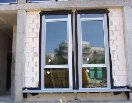 Pojedynczy segment okienny, widok od zewnątrz.