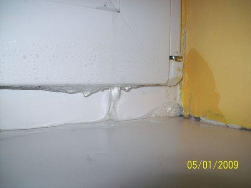 montaż okien. Skutki błędnego montażu okien. Przeciekające i przemarzające okna. Mostek termiczny.