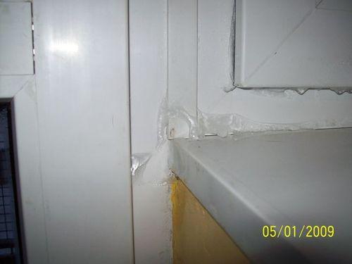 Błąd montażu. Zła konstrukcja okna. Przewiewy. Przecieki. Lód na oknie. Mostek termiczny.