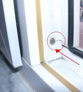 Rozerwany słupek okienny