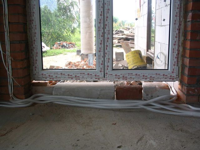 Błąd montażu - brak podparcia konstrukcji