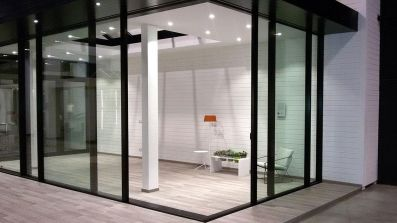Aluminiowe, cienkoramowe tarsowe drzwi przesuwne Bertrand ARTLINE