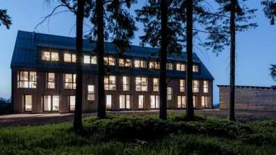 Hotel Královka w Górach Izerskich wyposażony w okna Deuceninck Eforte