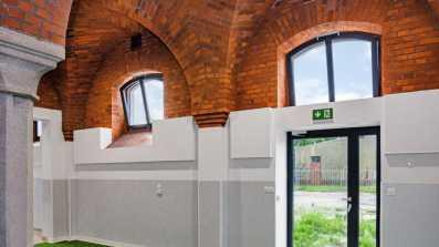 Napędy okienne D+H VCD 203/250 zamontowane na oknach w zabytkowym obiekcie w Oławie