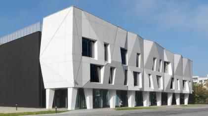 Centrum kultury na Ursynowie z kompleksowym system oddymiania D+H