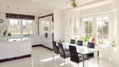 Jadalnia i kuchnia z oknami Drutex iglo 5 Classic