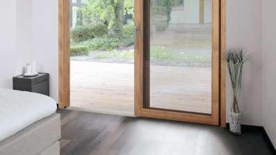 Próg drzwi zlicowany z podłogą