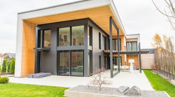 Żaluzje fasadowe czy rolety zewnętrzne - co wybrać?